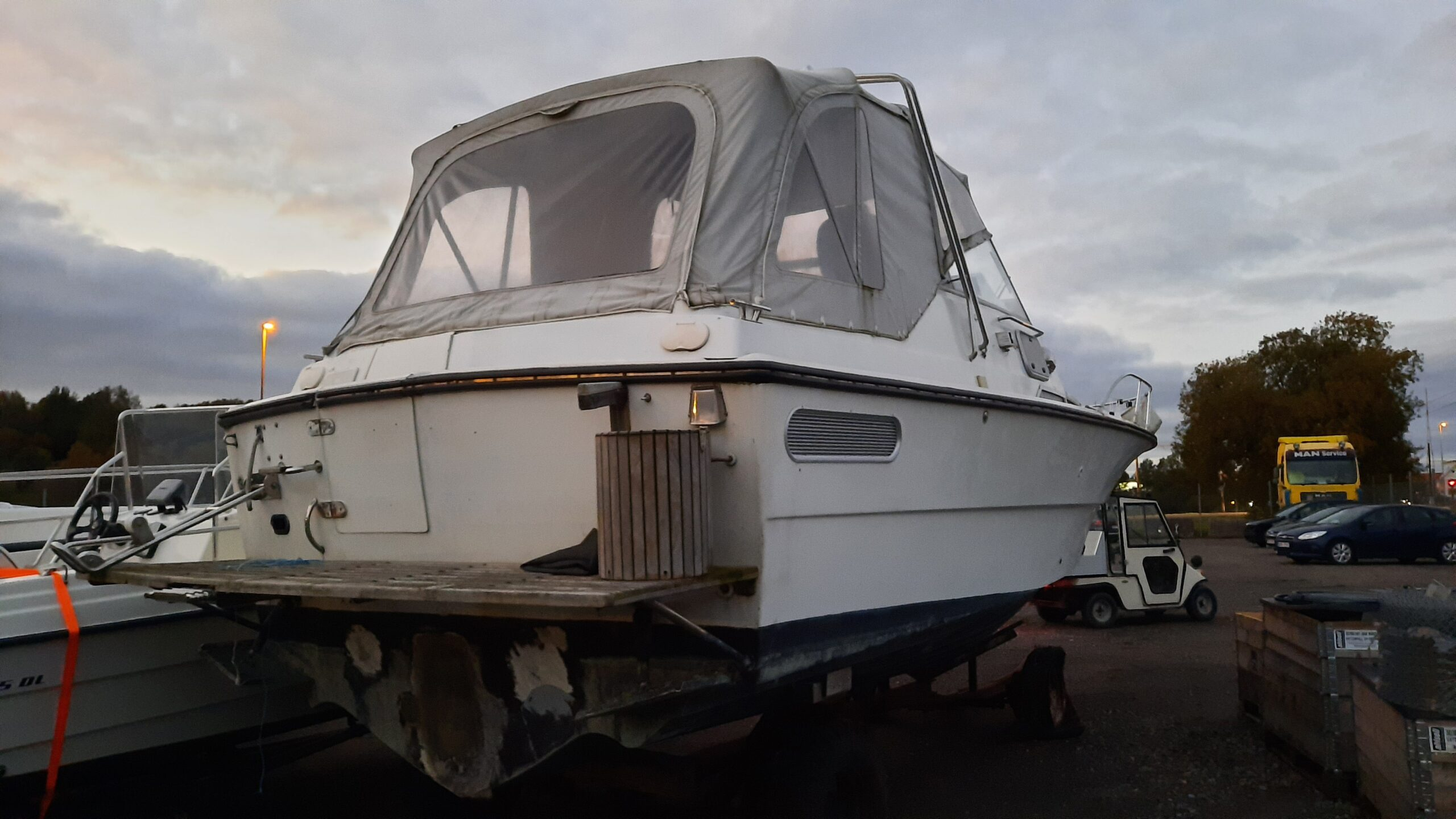 Båt fjord bak