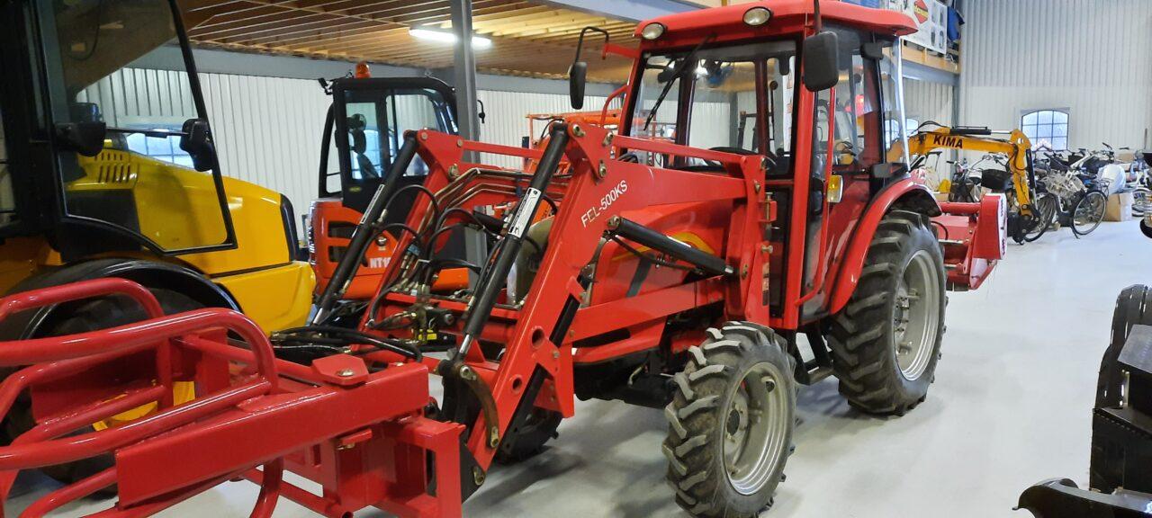 Traktor DF504